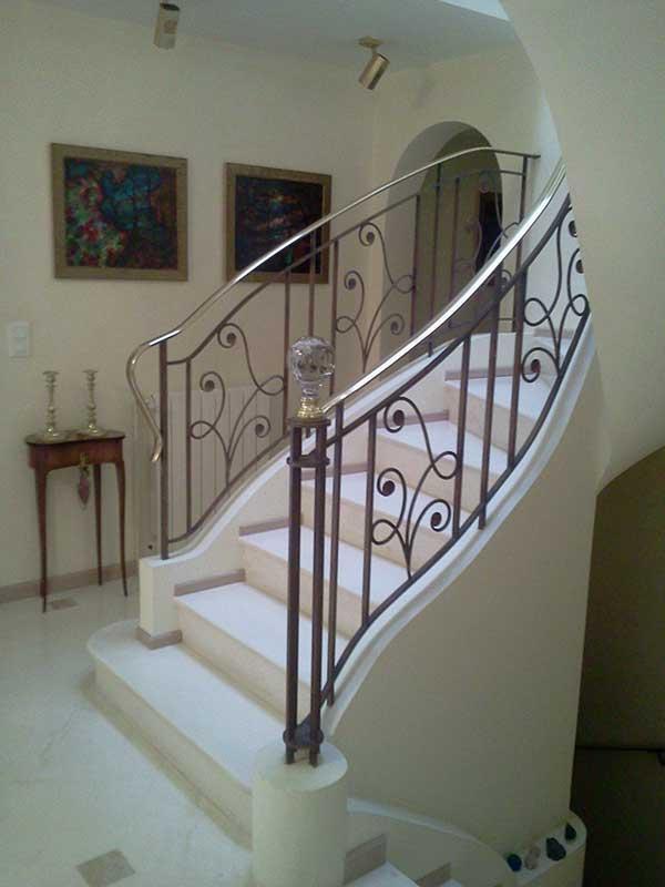 Escalier maison de maitre en corbieres