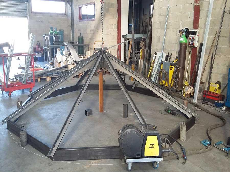 construction-verrière-avec-poutres-métalliques
