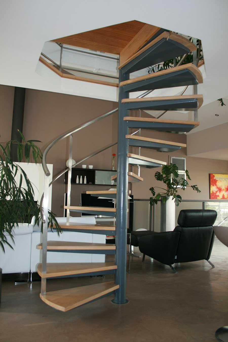 Escalier-helico-support-marche-caisson-marche-chenes-1